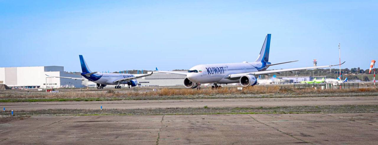 Les 2 Airbus A330-841 Kuwait Airways avant leur départ de Toulouse