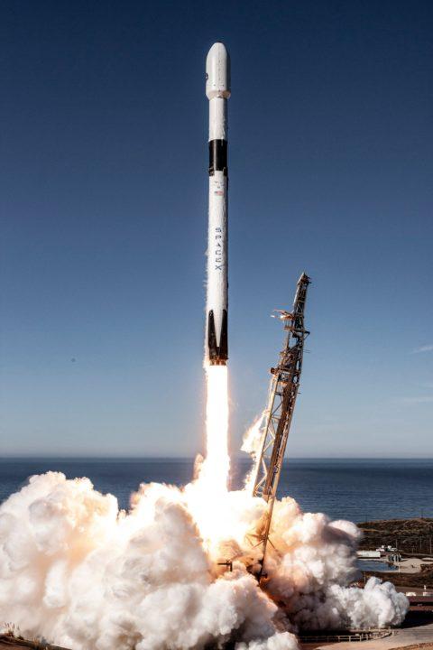 Décollage de Falcon-9 de SpaceX avec Sentinel-6