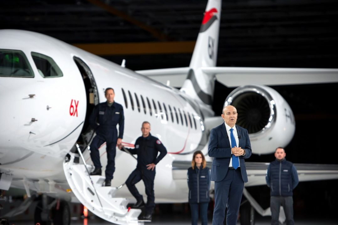 Eric Trappier, PDG Dassault Aviation devant le Falcon 6X