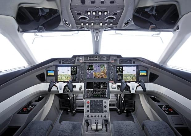 Cockpit PC-24