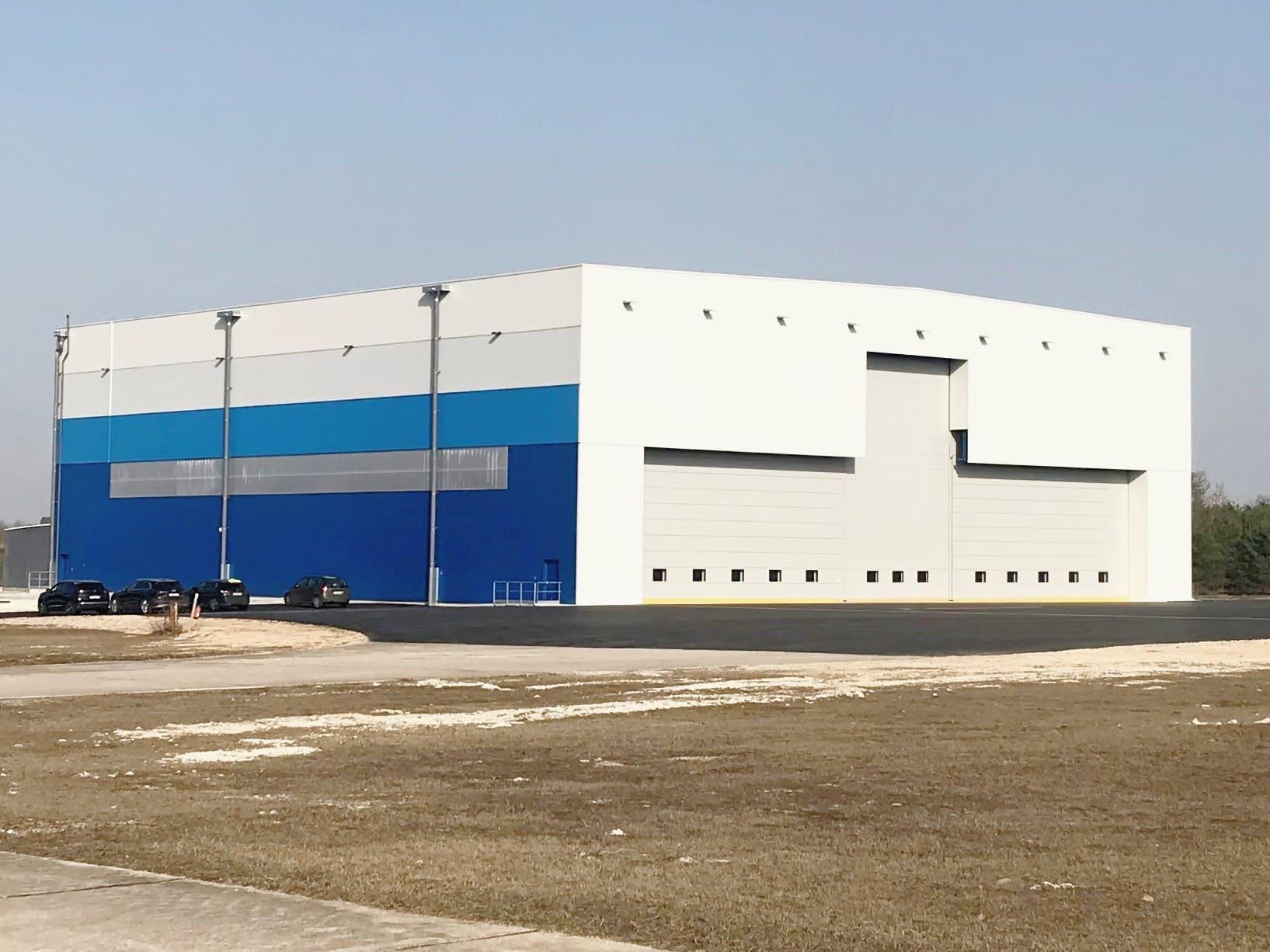Nouveau hangar 2500 m2 de l'aéropor