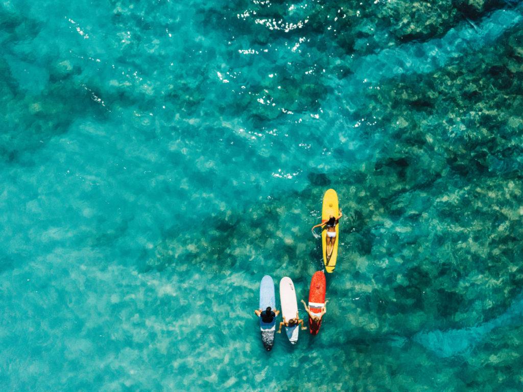 Surfeurs à Hawaï