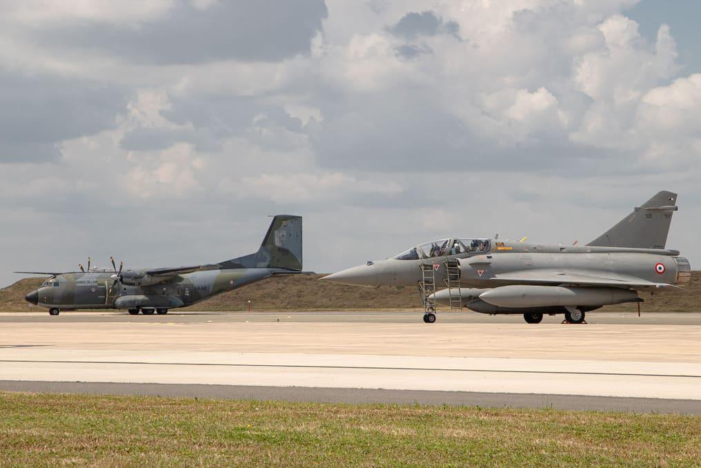 C160 Transall et Mirage 2000 DGA servant de banc d'essai Rafale