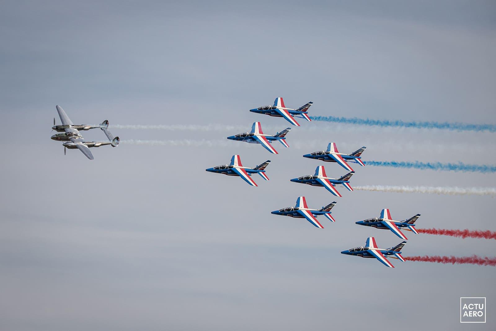 Le P38 et la Patrouille de France en hommage à St Exypéry